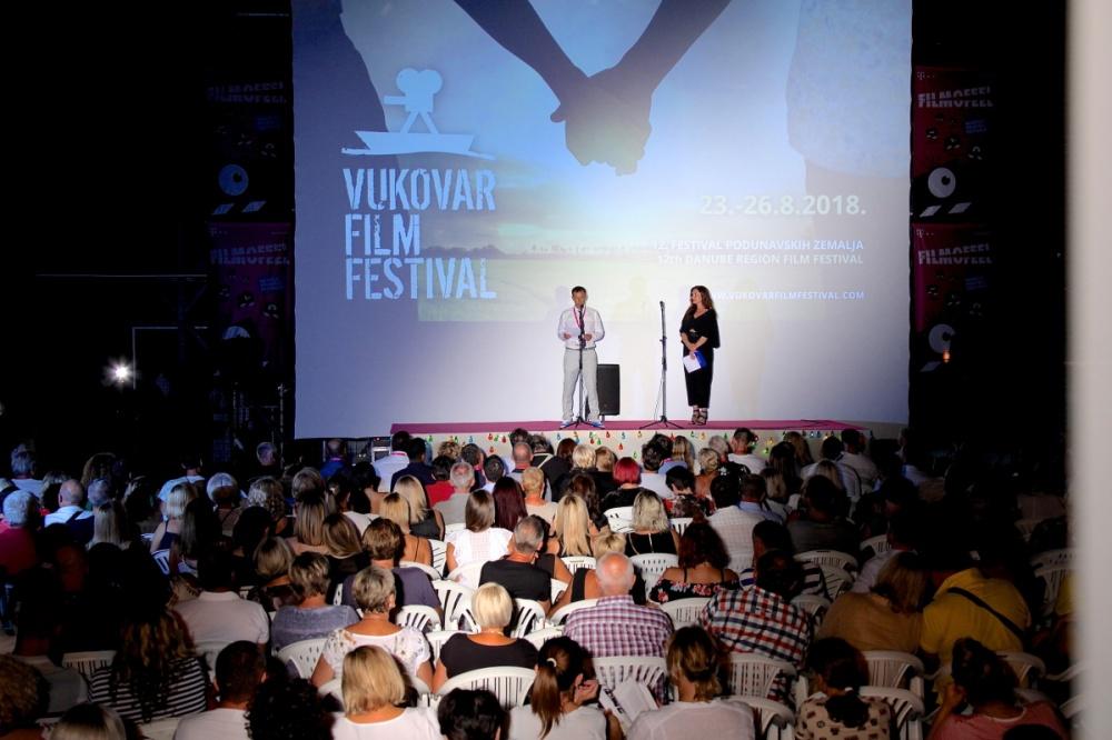 Spektakularnim vatrometom otvoren 12. Vukovar film festival